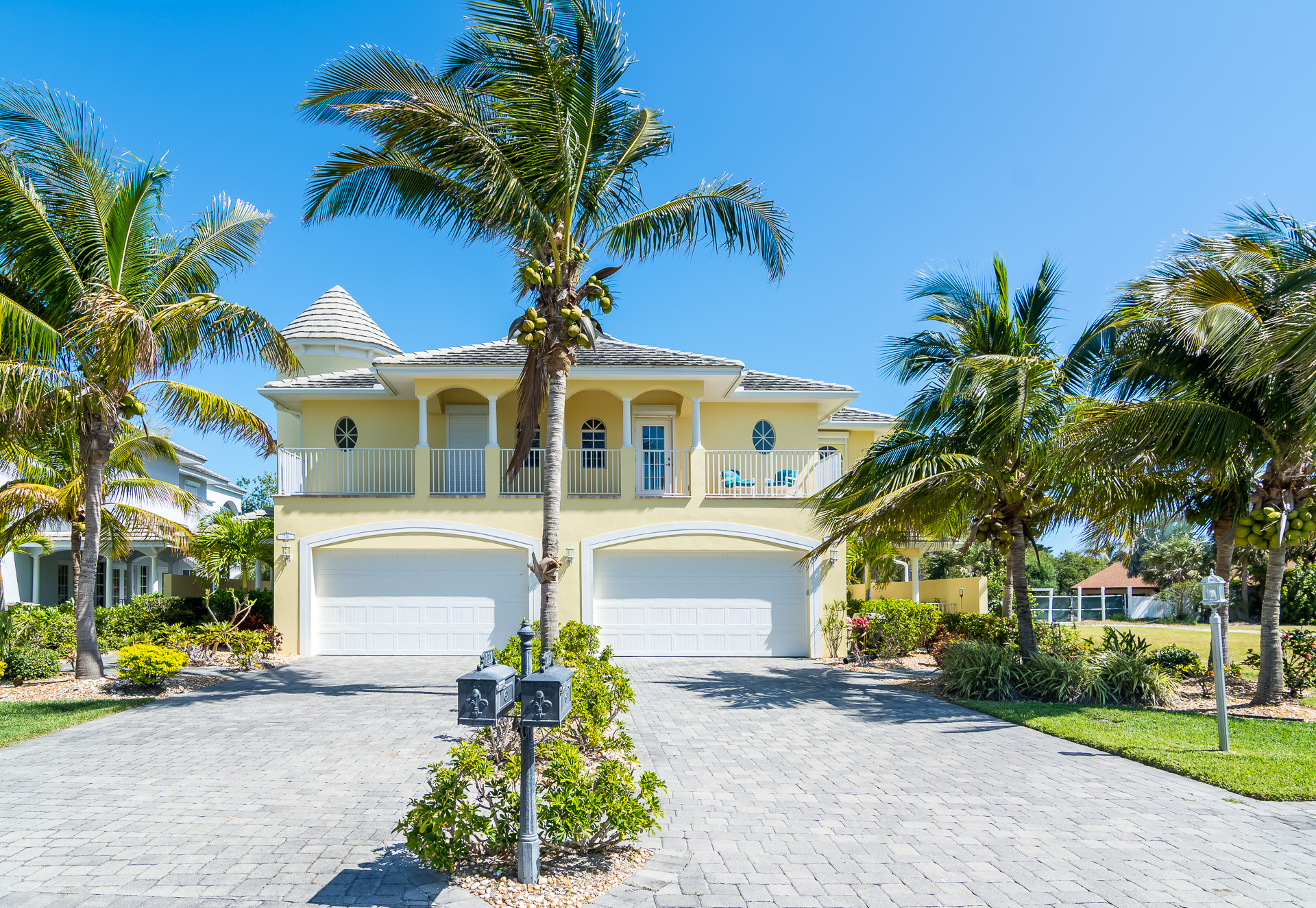Gorgeous Villa – SOLD!  MARCH 1, 2018